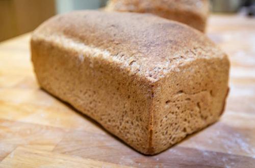 Spelt with honey tin loaf